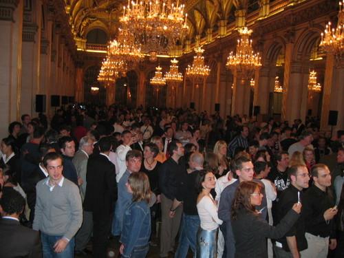 29/30 avril 2006 : Beaucoup de monde pour accueillir le PSG à la mairie de Paris
