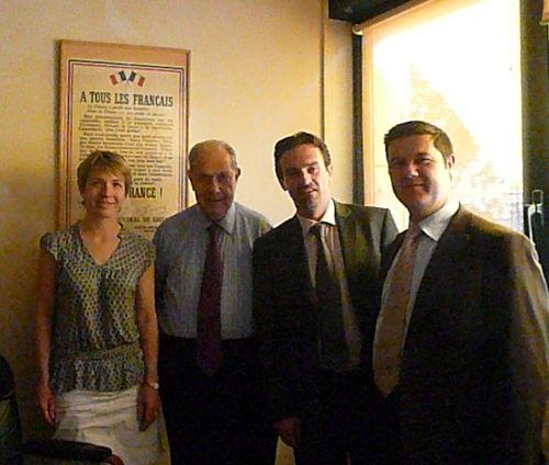 Avec Charles Pasqua et des collaborateurs du Groupe SAUR